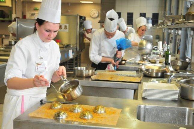 Les cuisines du lycée Storck en ébullition  Crédit photo : Dna.fr