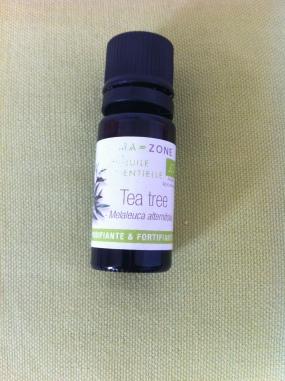 Huile essentielle tea tree contre acné et boutons